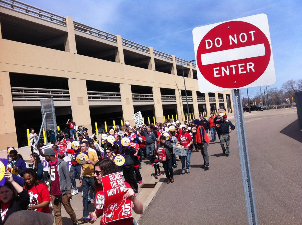 Airport workers at MSP march for $15